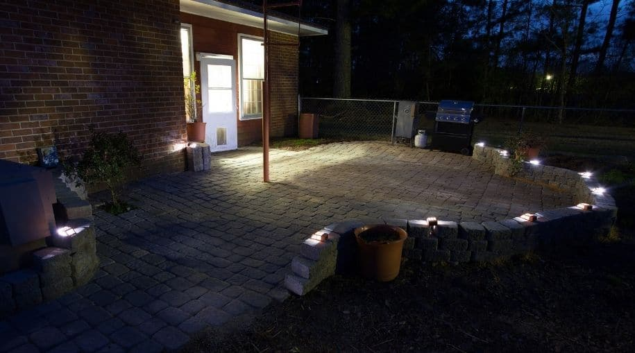 cool white solar deck lights on low concrete wall